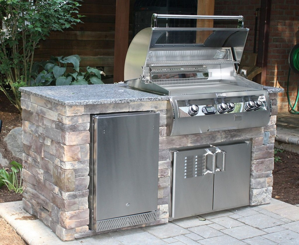 Housewarmings Outdoor factory built kitchen island which can be moved in a new home or in your backyard