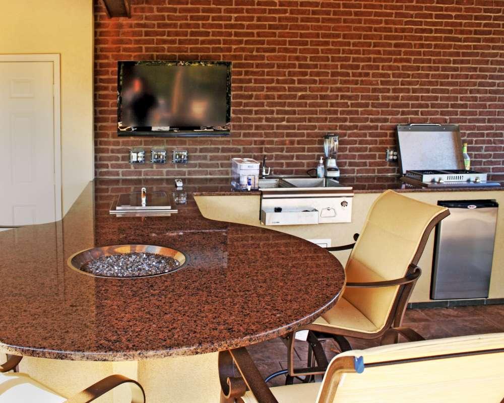 Le granite est graduellement devenu le type de comptoir le plus populaire pour les cuisines extérieures.