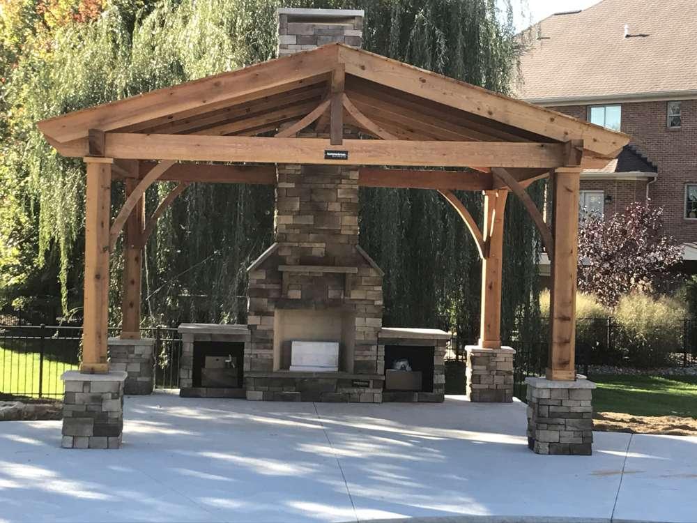 Vous pouvez créer une pièce indépendante dans votre cour en aménageant un centre de rassemblement extérieur.