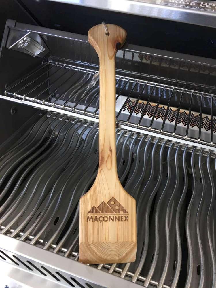Nouveauté dans le monde des barbecues, le grattoir en bois est sans poils et donc, sans danger.